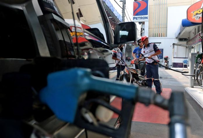 Gov't: No fuel price hike soon due to new tax reform law