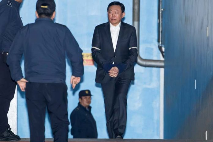 Lotte chief's jail term reignites succession battle