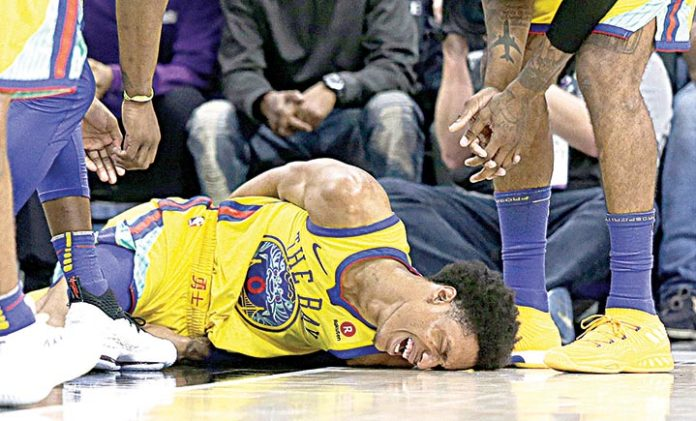 Patrick McCaw leaves game after taking hard fall
