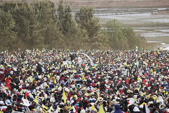 Pope Francis holds mass for 1 million — Madagascar