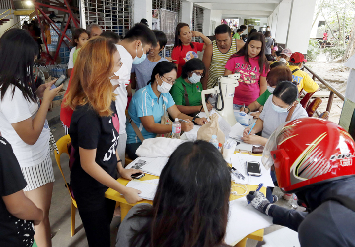 Victims For Responders Crisis Phapcares Medicines Masks Donates Taal