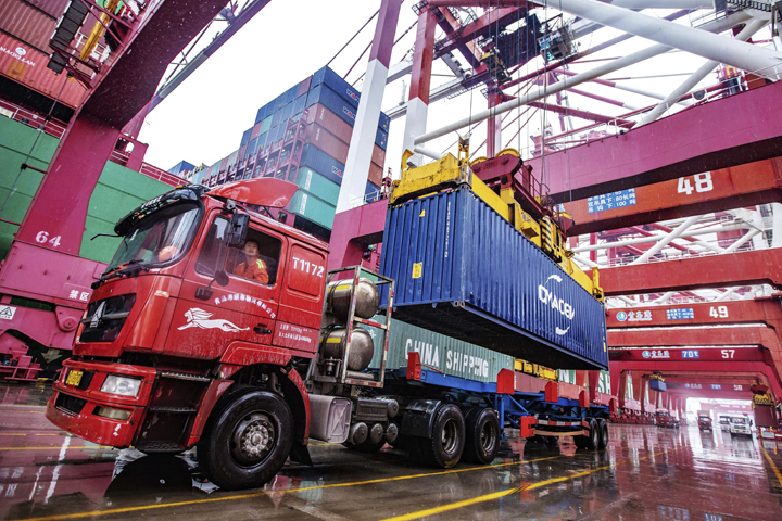 China's exports surge 7.2 pct in July